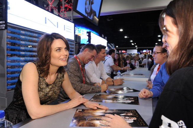 BONES Cast Signing Autographs At Comic Con