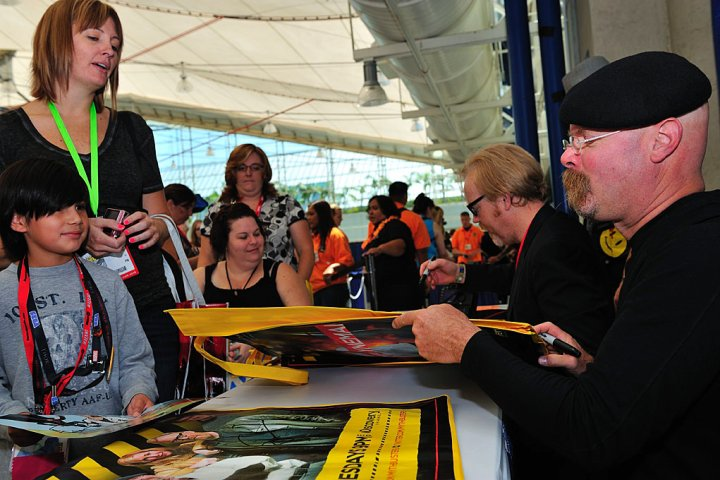 MYTHBUSTERS Team Signing Autographs At Comic Con