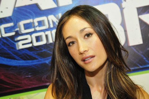 NIKITA Cast Signing Autographs At Comic Con
