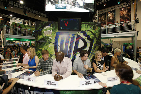V Cast Signing Autographs At Comic Con