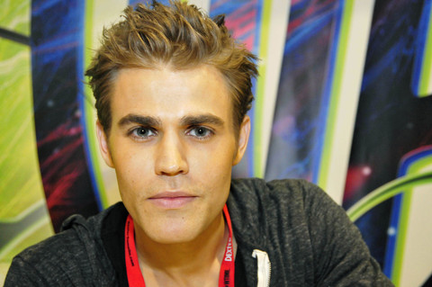 THE VAMPIRE DIARIES Cast Signing Autographs At Comic Con