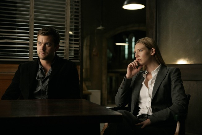 Fringe Anna Torv Josh Jackson Photo