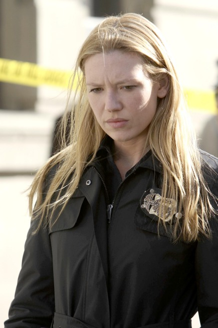 Fringe Promo Photos From Season 1 Episode 19 The Road Not Taken Anna Torv