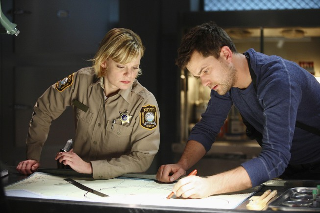 Fringe Season 2 Episode 21 Northwest Passage Photos