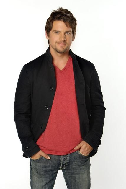 http://seat42f.com/images/stories/tvshows/HappyEndings/HAPPY-ENDINGS-ZACHARY-KNIGHTON.jpg