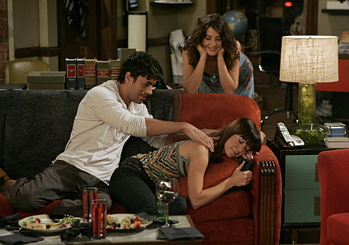 How I Met Your Mother We're Not From Here Episode Photos