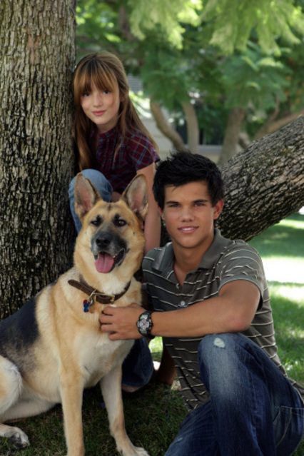 My Own Worst Enemy Bella Thorne Taylor Lautner Photo