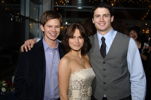En grupo :)   One-tree-hill-100th-episode-party-photo-1