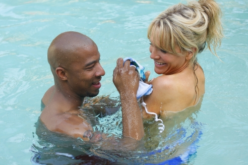 Antwon Tanner as Skills and Barbara Alyn Woods as Deb in ONE TREE HILL