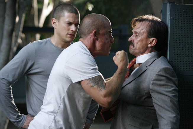 Michael (Wentworth Miller, L) and Lincoln (Dominic Purcell, C) come face to face with T-Bag (Robert Knepper, R)