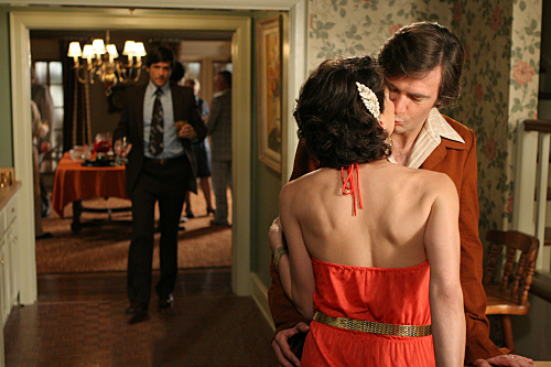 Jack Davenport And Lana Parrilla Kiss On Swingtown
